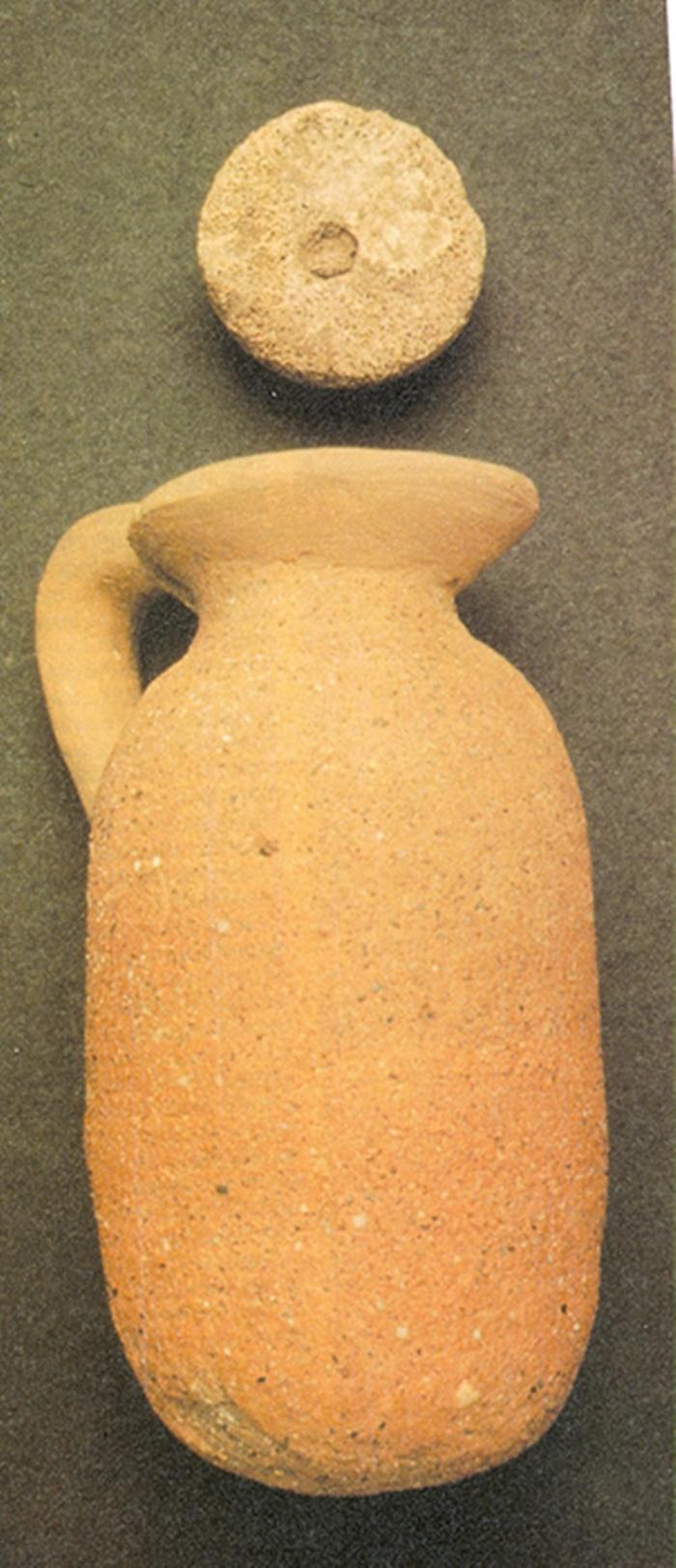 Vasija de formas orientalizantes hallada en la tumba principesca de finales de la Edad del Bronce de El Carpio en Belvís de la Jara
