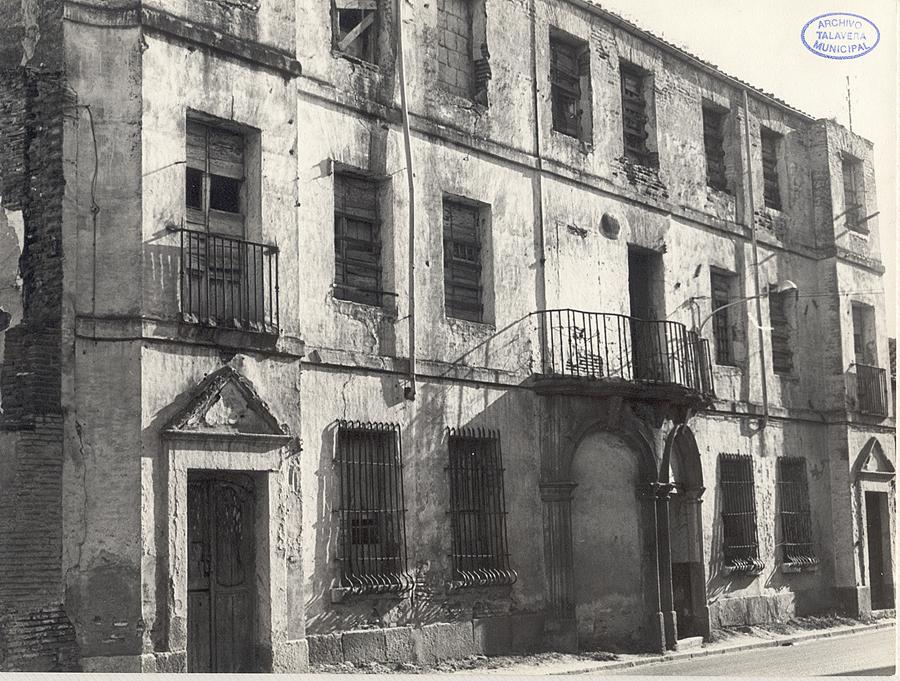 Fachada del patio de San José frente a la calle Olivares. Casa de la Dirección de la Real Fábrica de Sedas