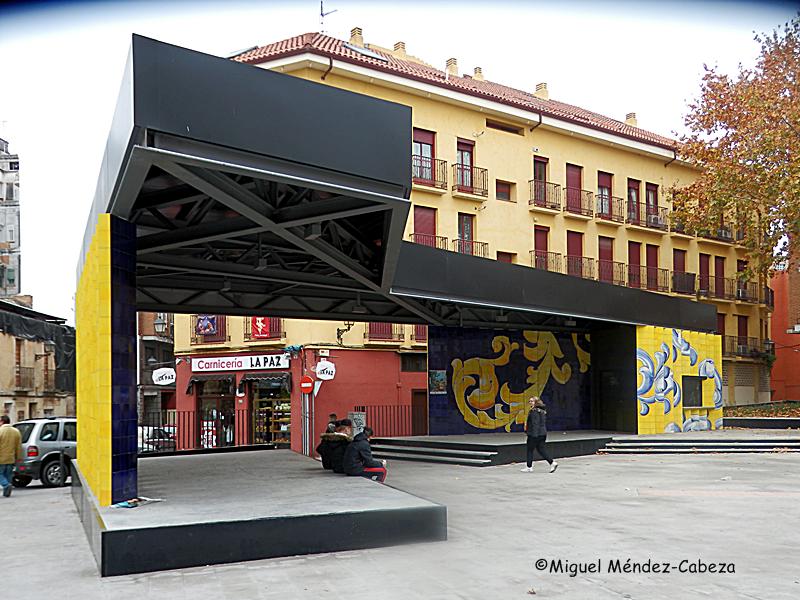 Espantosa estructura en la Plaza del Salvador