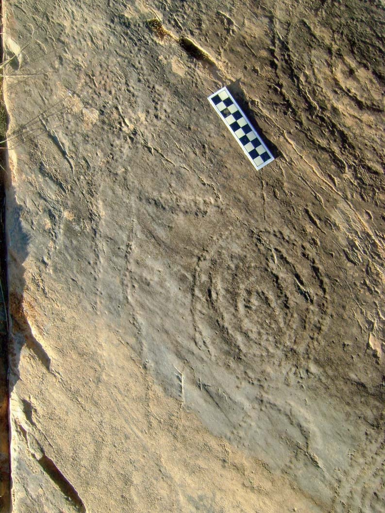 Detalle de los grabados de La Etrera con el antropomorfo