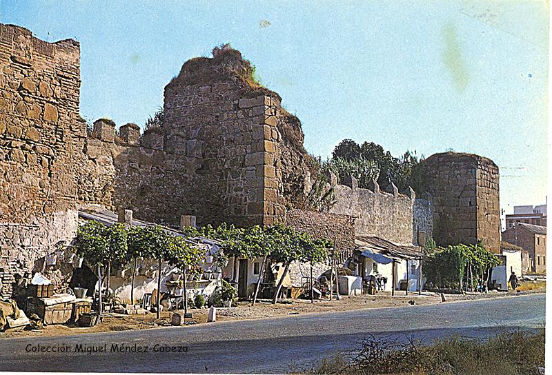 Postal de los años 70 donde aparecen los restos de la alcazaba, escenario de parte de la leyenda de Nalvillos
