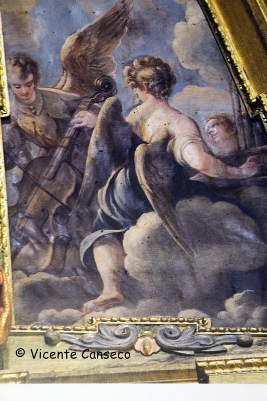 Detalle de otra de las pinturas laterales del retablo mayor obra de Claudio Coello