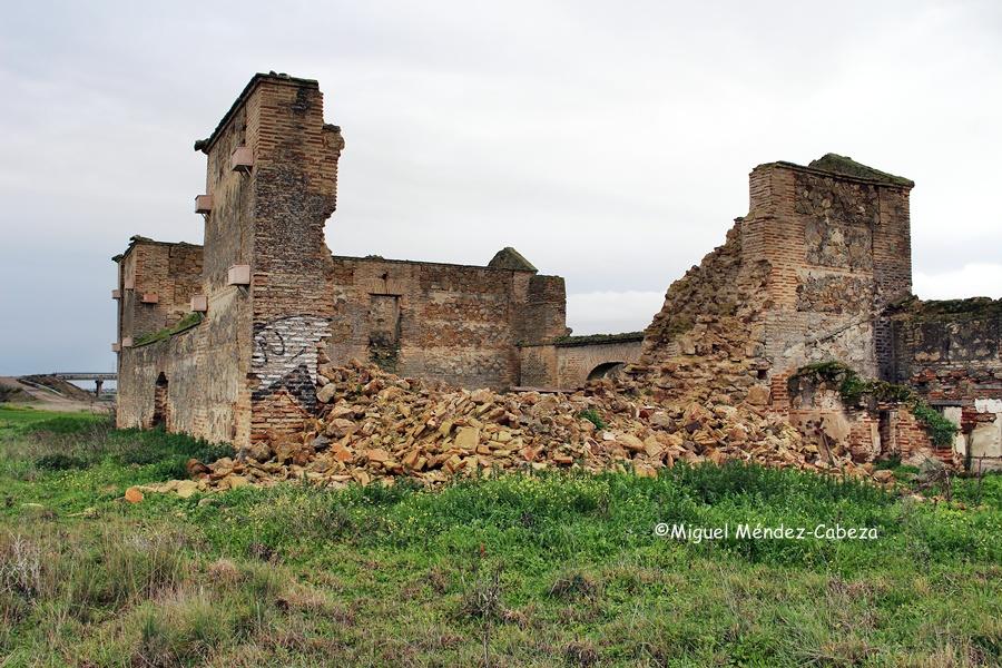 Derrumbe reciente de los muros de la casa de postas de Gamonal