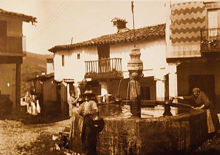 Plaza de Guadalupe frente al monasterio en una foto antigua. En ella se produce la detención del ladrón de gatos