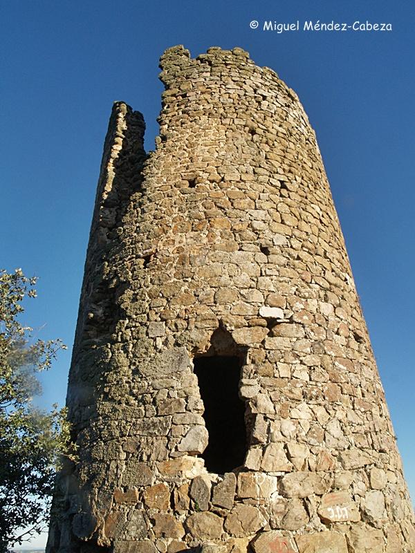 Atalaya de El Casar de Talavera con la habitual puerta elevada