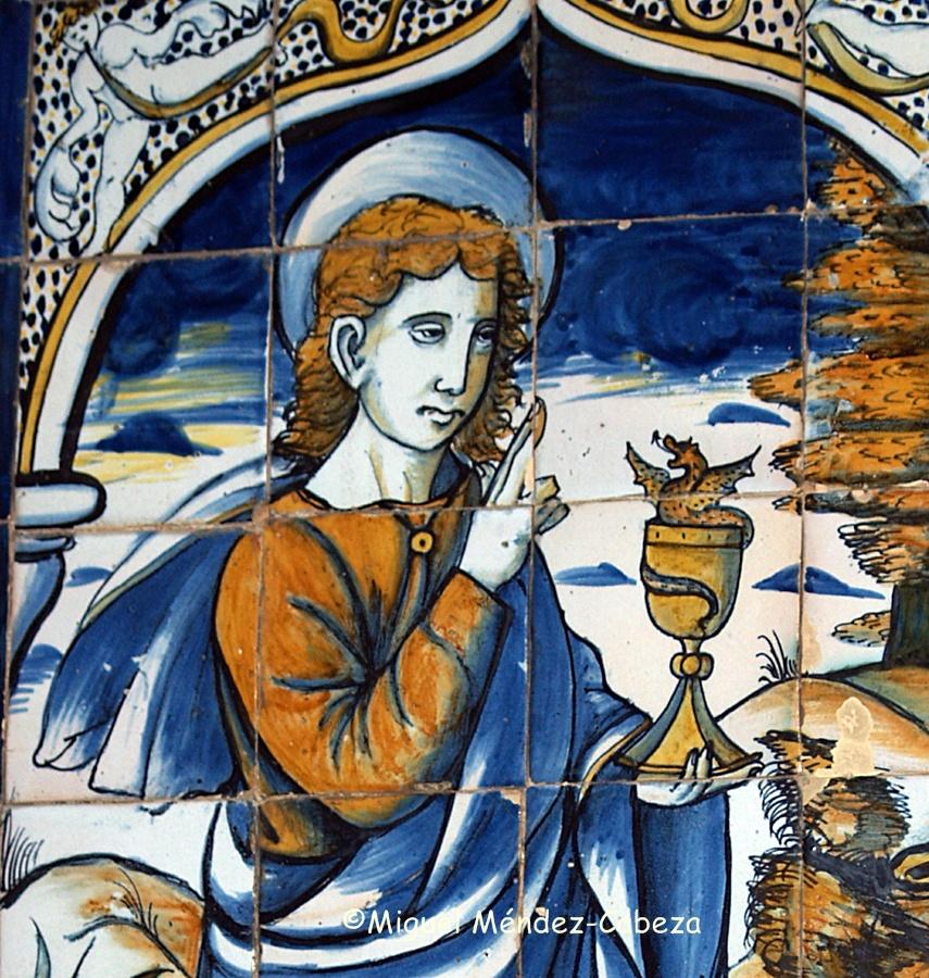Panel de azulejos en Cabdeleda que representa a San Juan con el cáliz y el dragón