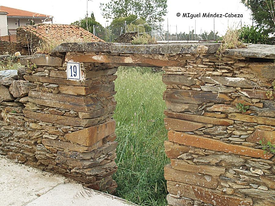 Aparejo de un muro en que solamente se utiliza la pizarra en Fuentes