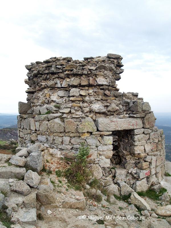 Torre del castillo de la cumbre del cerro de San Vicente que primitivamente fue atalaya