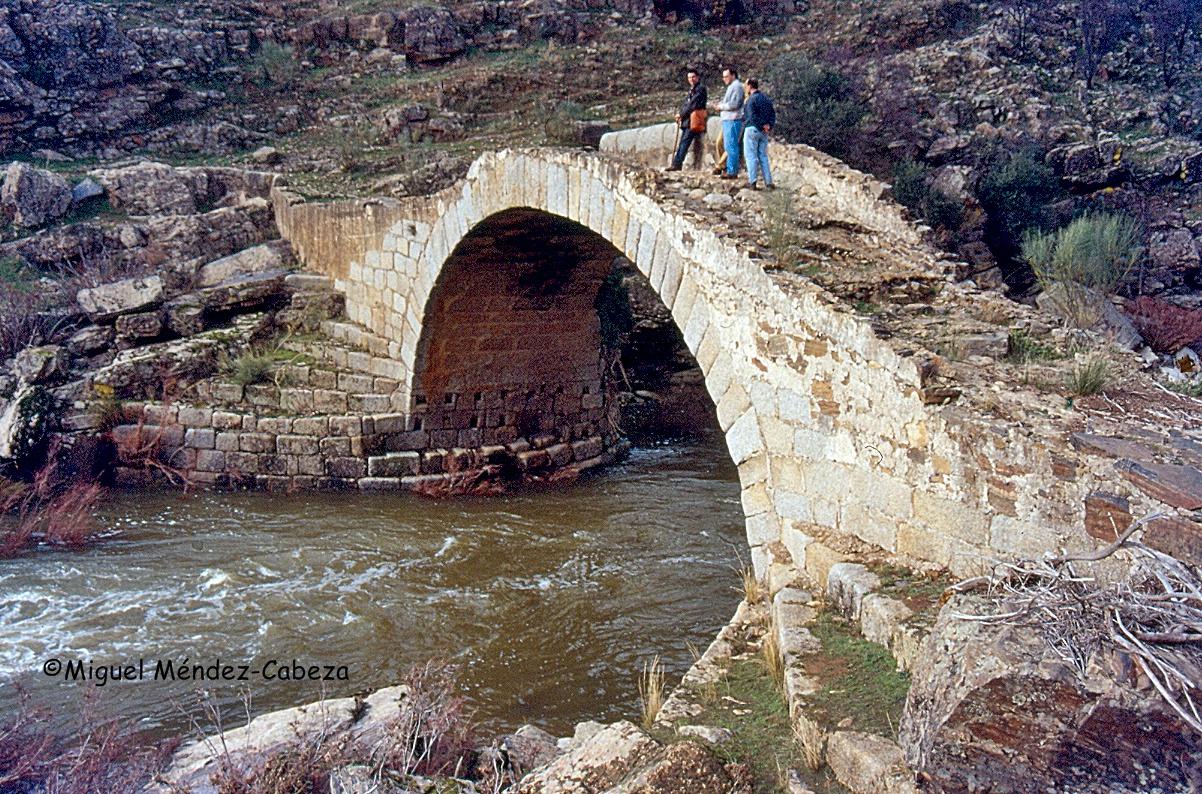 Puente medieval construido entre La Mesta y el Concejo de Talavera para el paso de un cordel trashumante