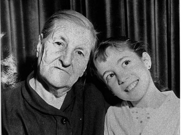 Francisca Sánchez y la periodista Rosa Villacastín en 1956