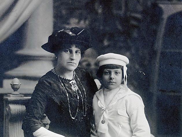 Francisca Sánchez y un hijo de Rubén darío