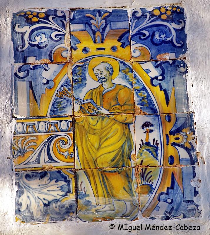 Panel de azulejos talaveranos del siglo XVI en la ermita de Mañosa o San Blas