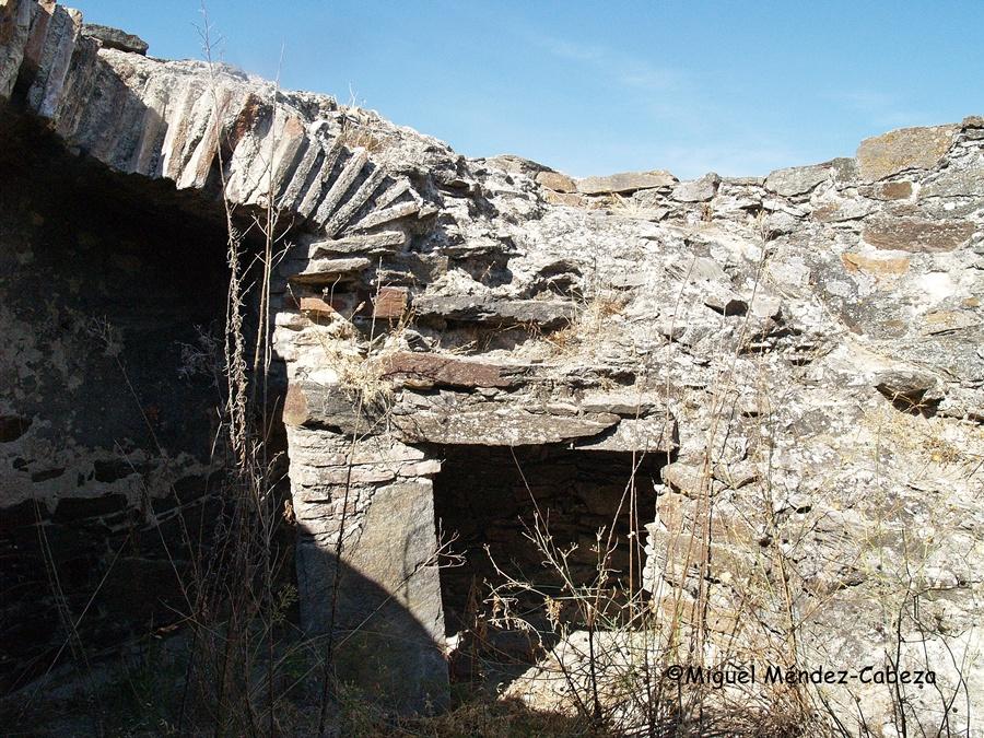 Interior de las ruinas del molino de viento de Torralba de Oropesa