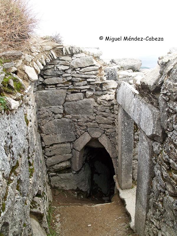Cueva de los Santos Mártires en la cumbre del cerro de San Vicente