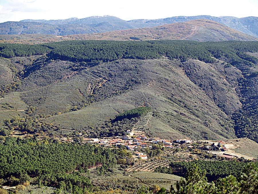 Vista de Piedrescrita desde Las Moradas, parajes donde se aparece la mora