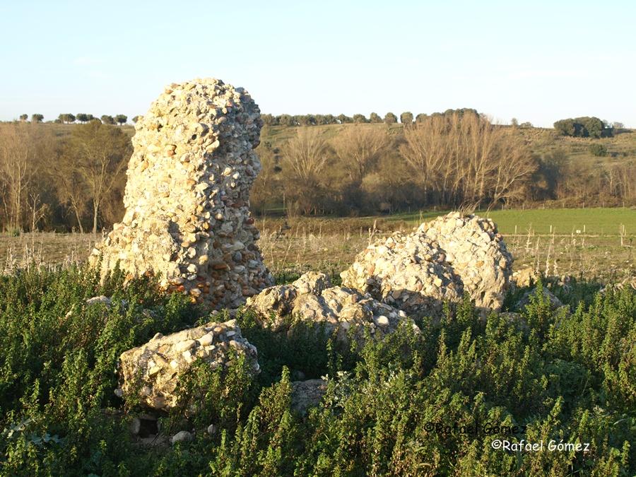 Muros de las ruinas del despoblado de Brugel