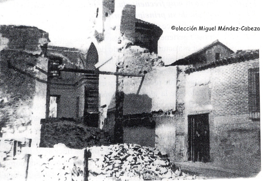 Derribo de la iglesia de San Pedro donde se percibe el ábside mudéjar