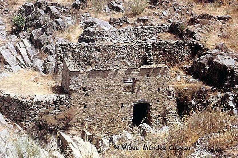 Molino en ruinas en el arroyo Marrupejo, término de Cervera