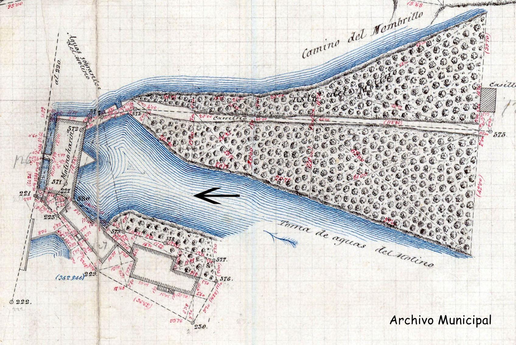 Plano de los molinos en el que la flecha indica desde donde se hizo la fotografía anterior. Archivo Municipal