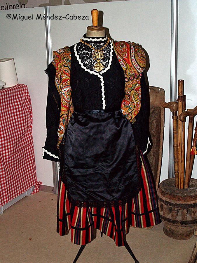 La artesanía textil de los pueblos se manifiesta en sus trajes tradicionales