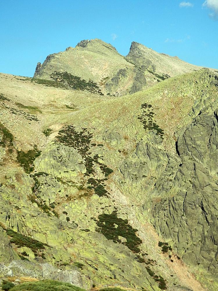 La Galana y el pico Almanzor desde el final de la garganta de Bohoyo