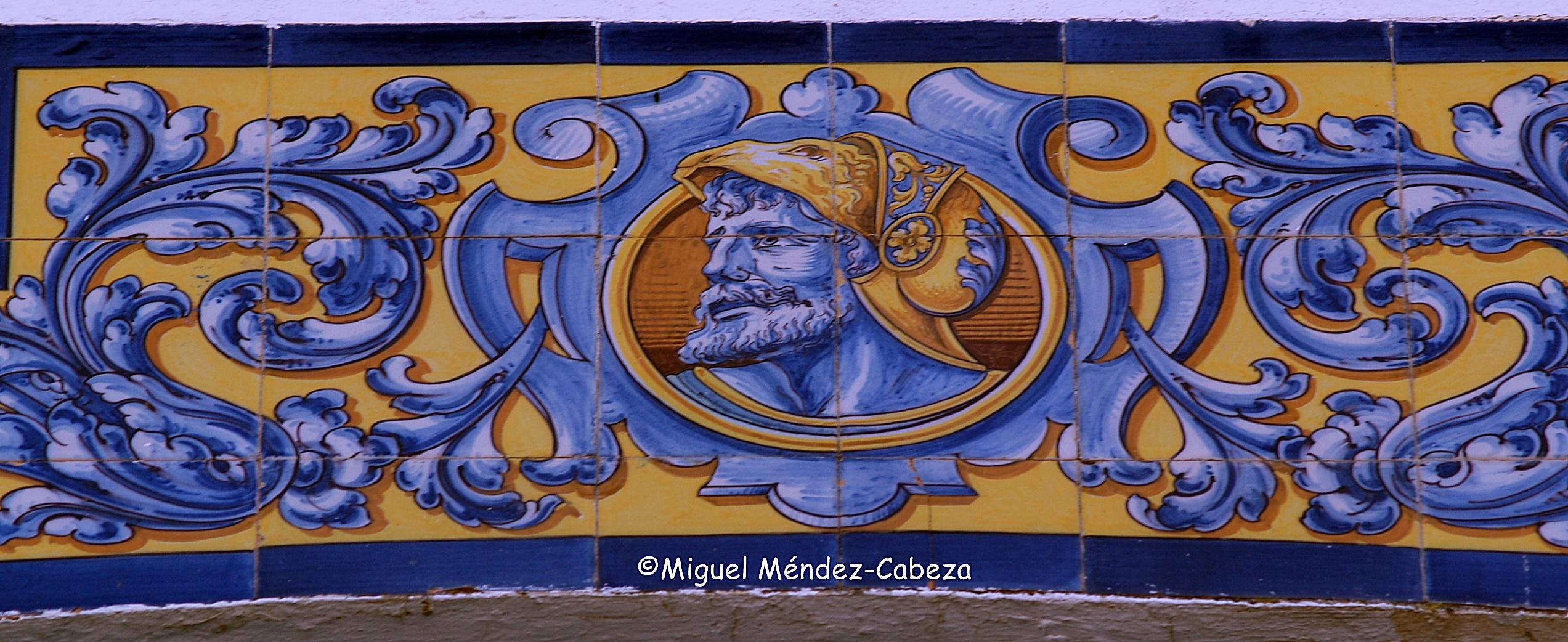 Detalle de la decoración de azulejería de Ruiz de Luna en una vevienda de Las Herencias