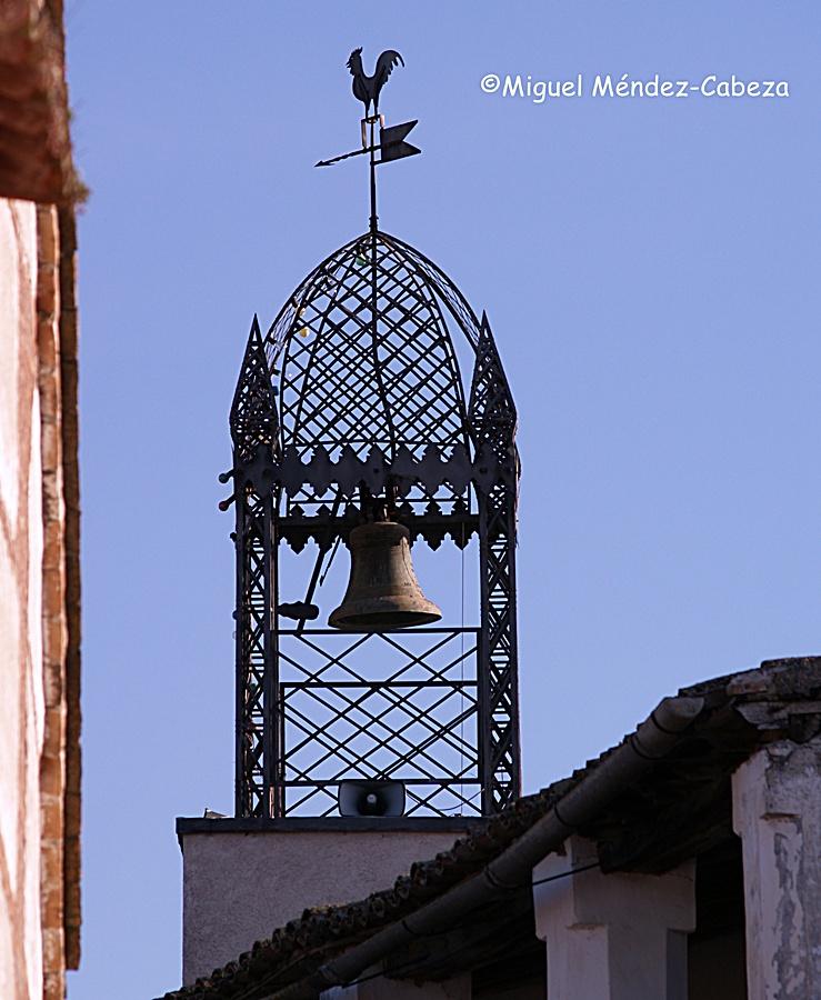 Espadaña metálica para la campana del ayuntamiento