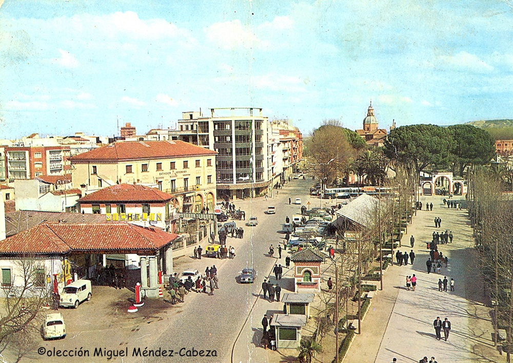 Postal con una vista de la entrada de Talavera