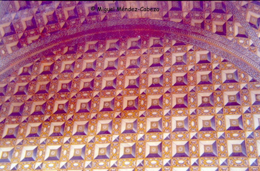 Sala cubierta completamente por azulejos del siglo XVII del palacio de Velada, hoy en el museo Ruiz de Luna