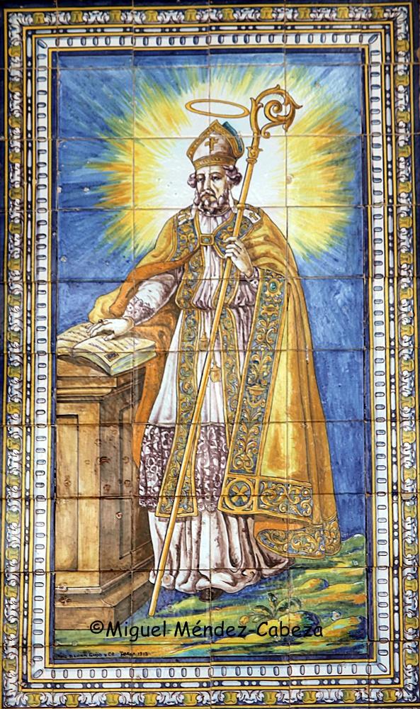 Panel de azulejos de Ruiz de Luna que representa a San Prudencio en la entrada de la Fundación Aguirre