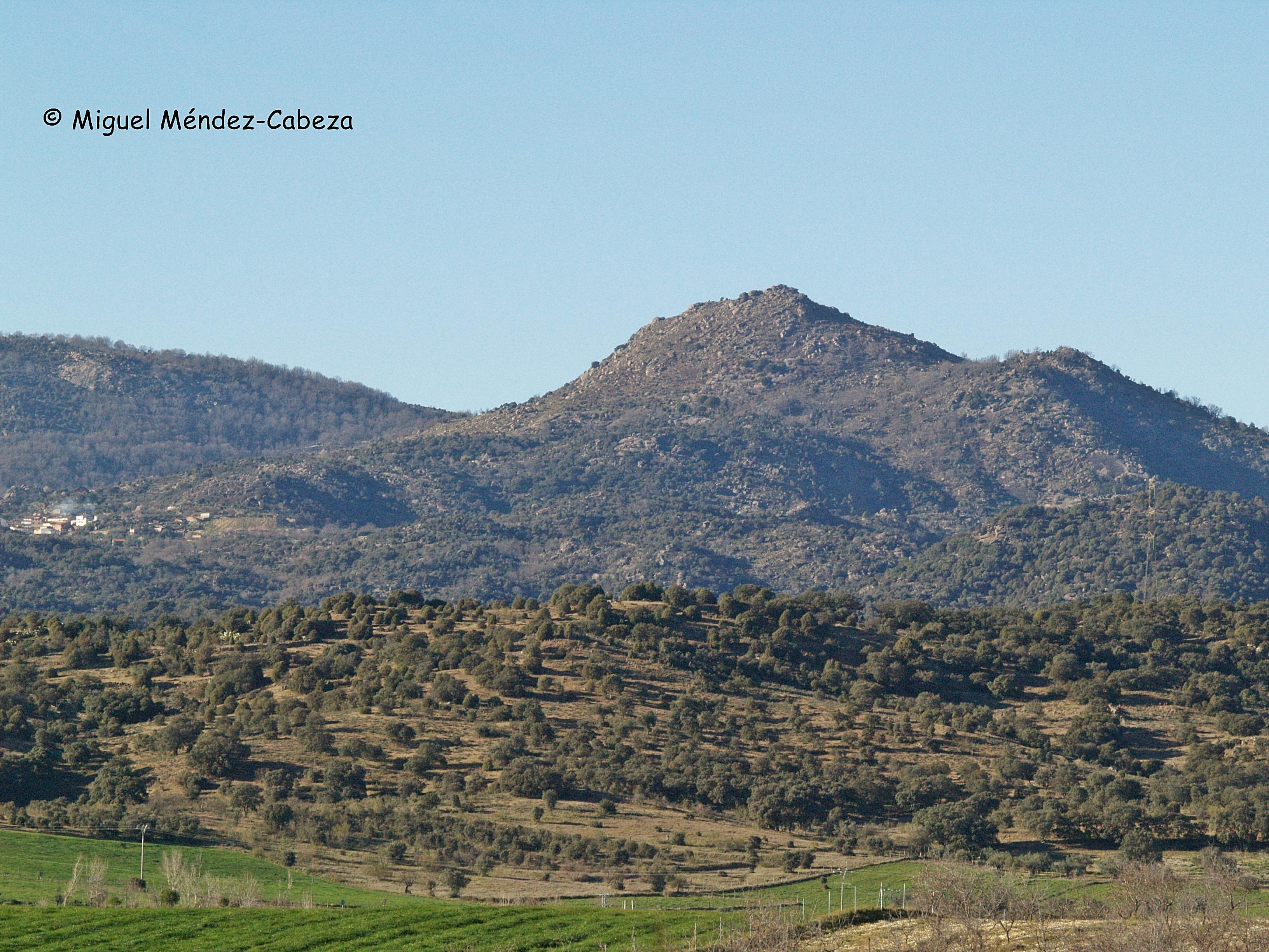Uno de los yacimientos de la Edad del Bronce se sitúa en la cumbre del Cerro del Oso en la Sierra de San Vicente