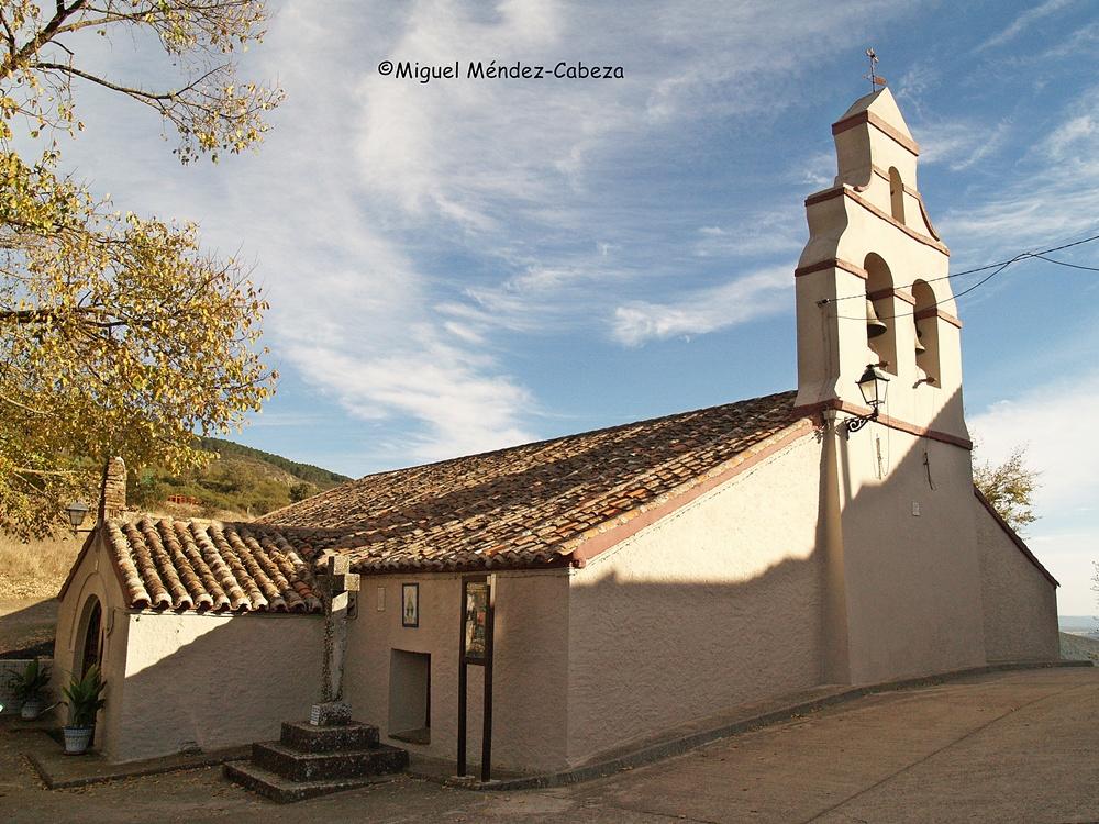 Iglesia de Piedraescrita, situada en la divisoria de aguas entre el Tajo y el Guadiana