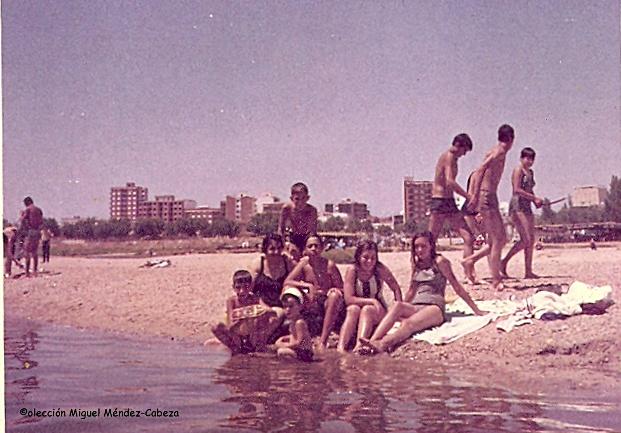 Bañistas en la Playa de Los Arenales antes del nefasto trasvase