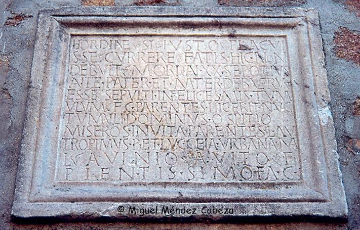 Estela con inscripción romana de El Bercial de San Rafael