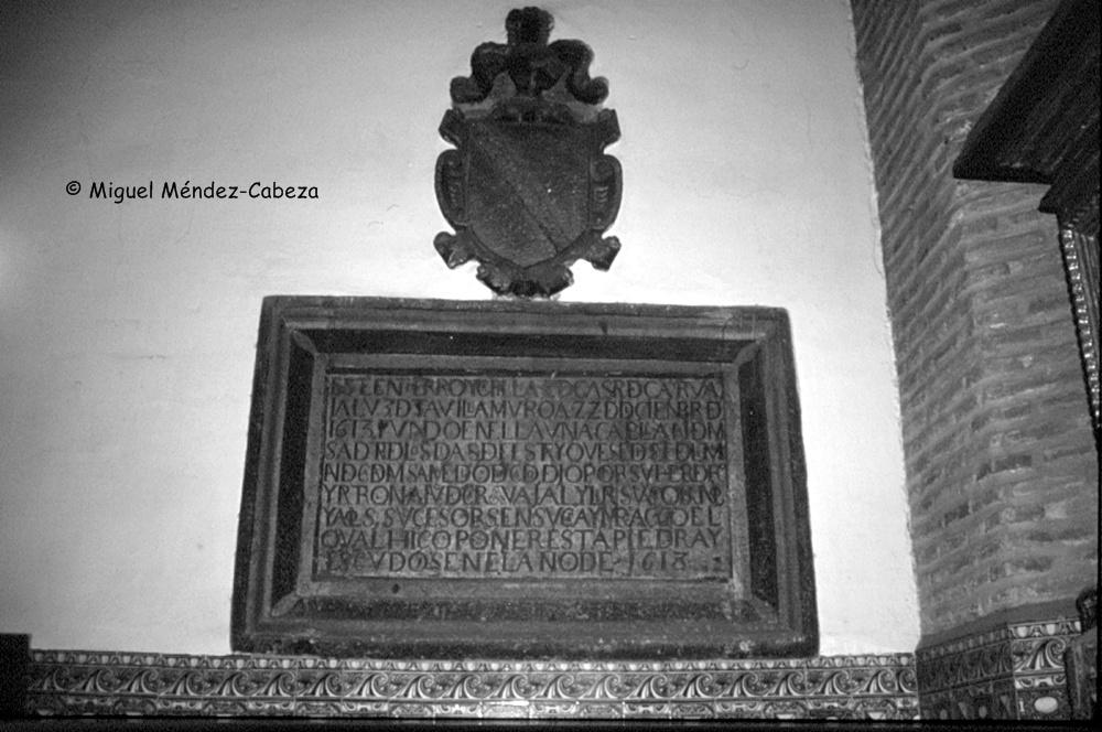 Placa de los Carvajales en la iglesia de San Andrés, bajo la que catalina hacía sus brujerías