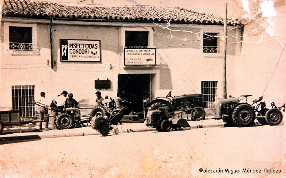 Taller de tractores en la puerta Cuartos