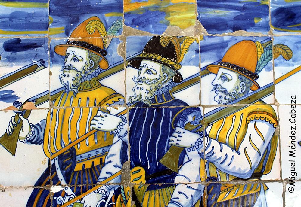 Arcabuceros en la azulejería del siglo XVI de la ermita de Nuestra Señora del Prado en Talavera