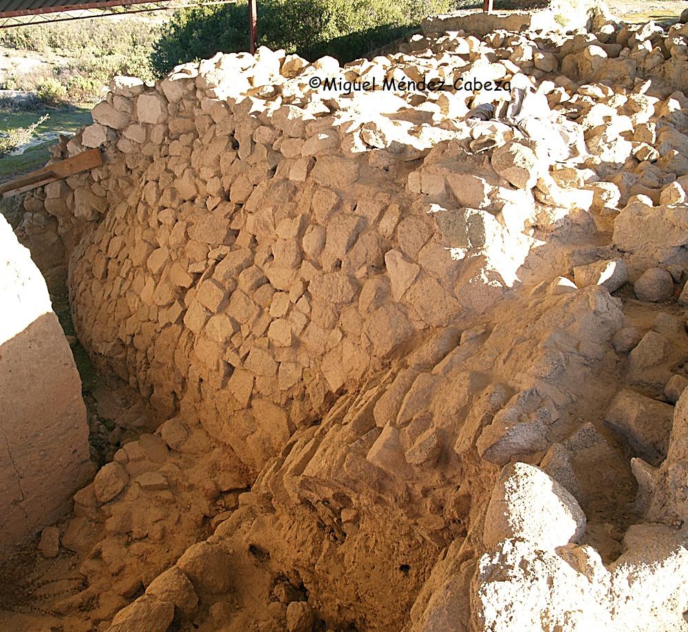 Bastión de la muralla del castro de Puente Pinos en El Bercial