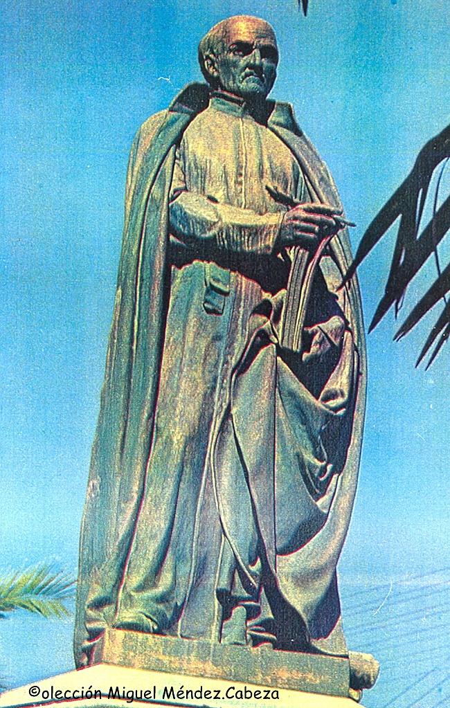 Estatua de Juan de mariana en un artículo de Blanco y negro de los años 60