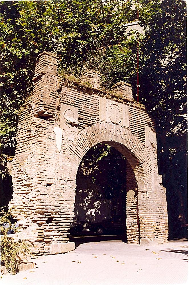 Puerta de Sevilla, uno de los escasos restos del segundo recinto amurallado