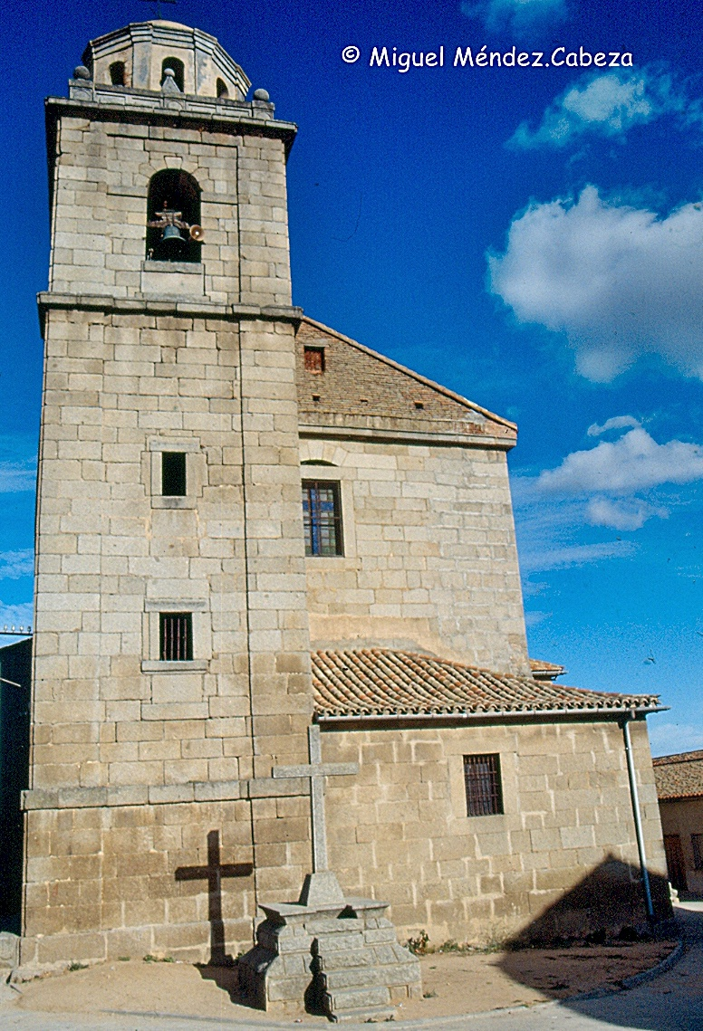 Iglesia de Pelahustán una gran mole granítica