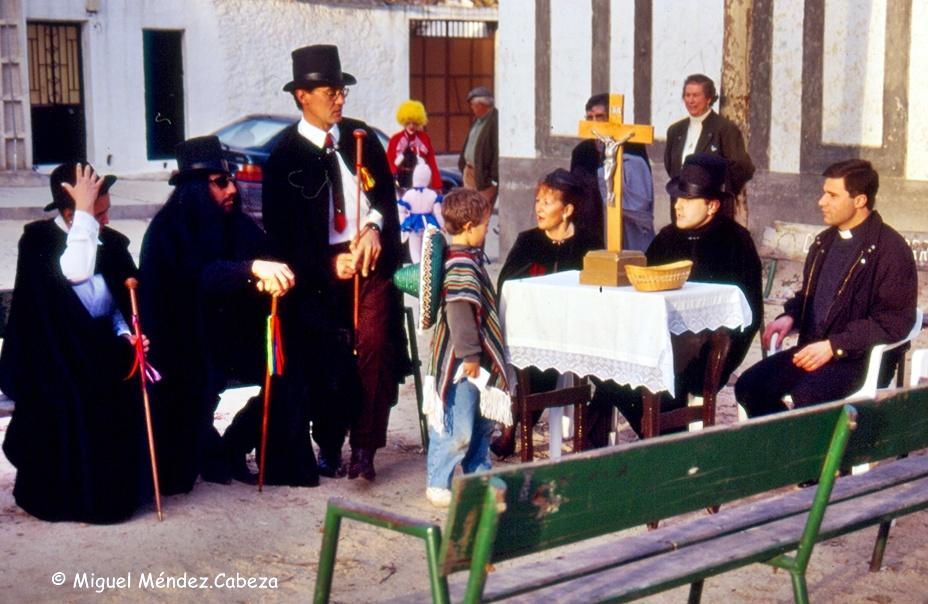 Ofrenda de la soldadesca el día de carnaval en Nuño Gómez
