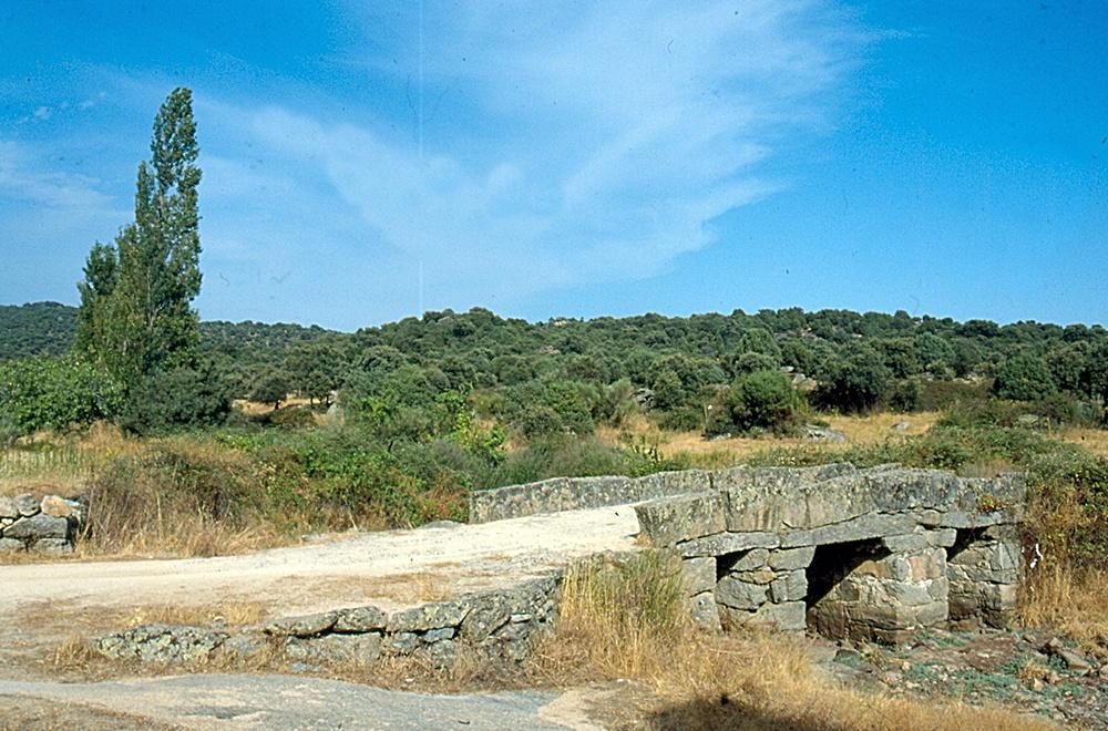 Puente de los pilones en Garciotún
