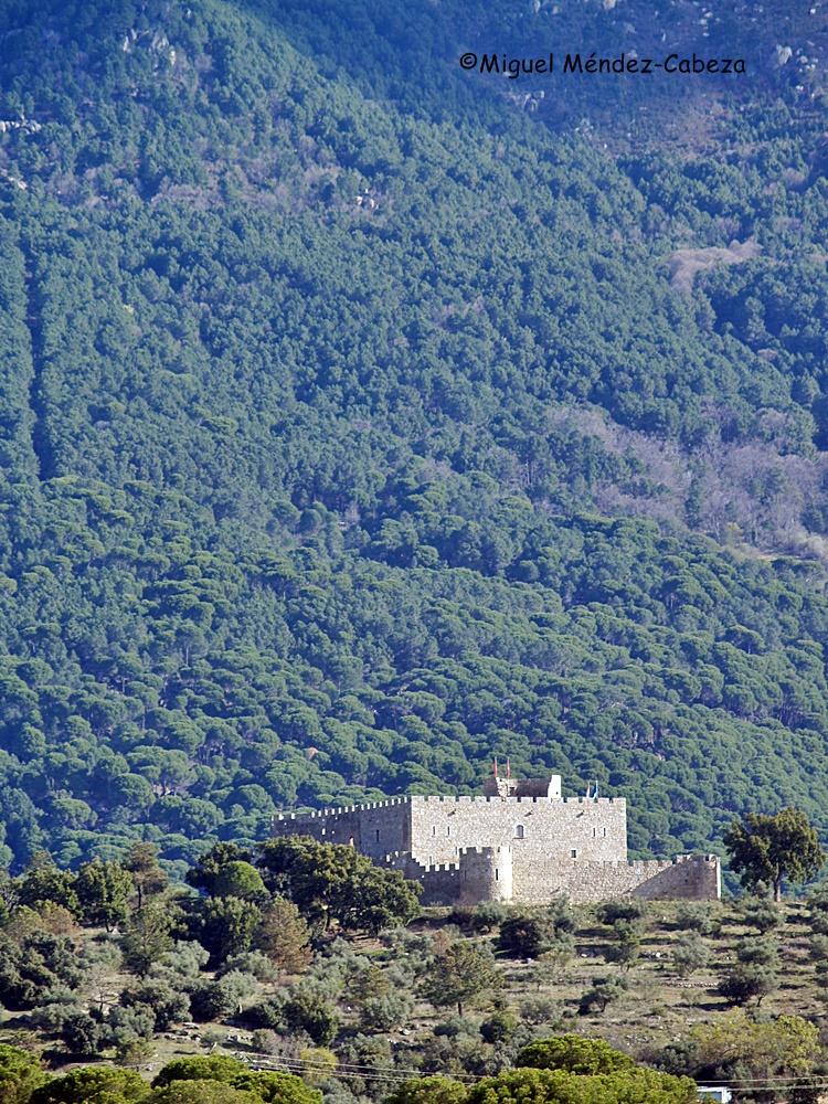 Castillo en la cabeza del señorío de La Adrada por cuyos pueblos discurre el Tiétar en su cabecera.