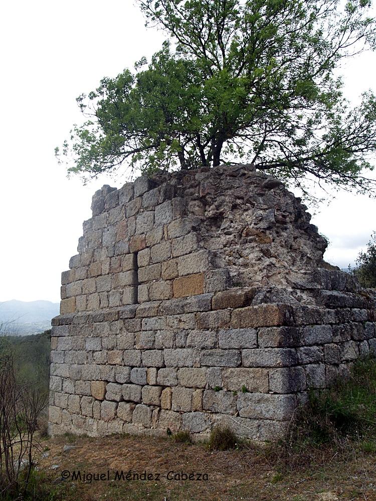 Ruinas de la iglesia del despoblado de Las Torres, uno de los primeros núcleos habitados del valle del Tiétar