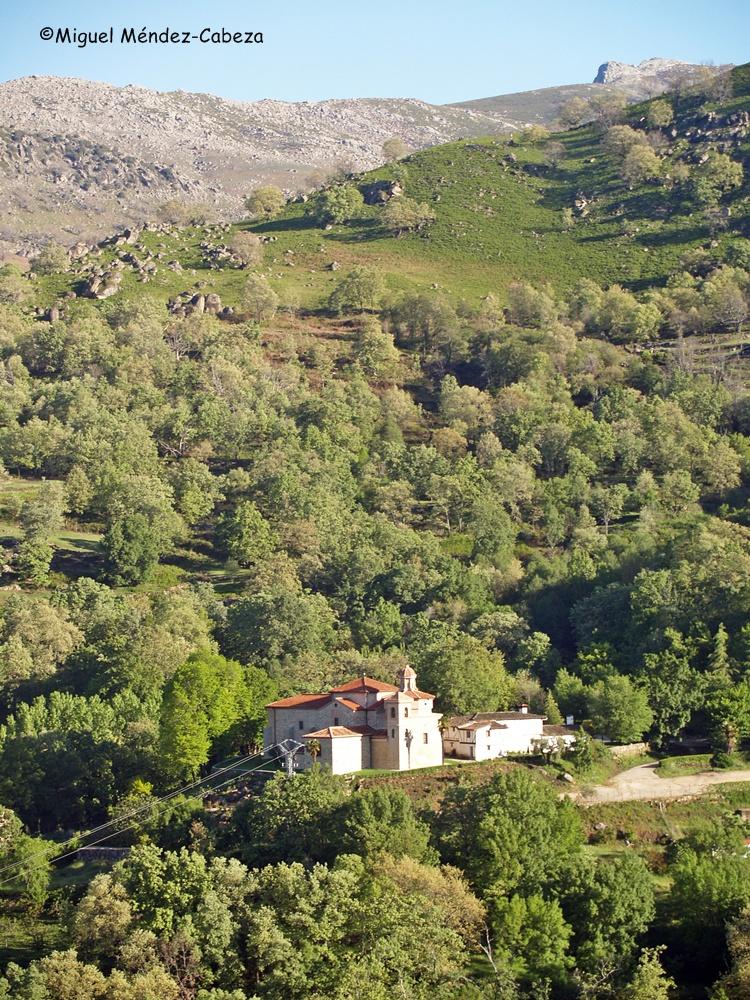 Ermita de la Virgen de Chilla entre el robledaL