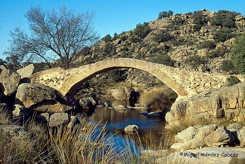 Puente sobre el río Cedena junto al molino campanero