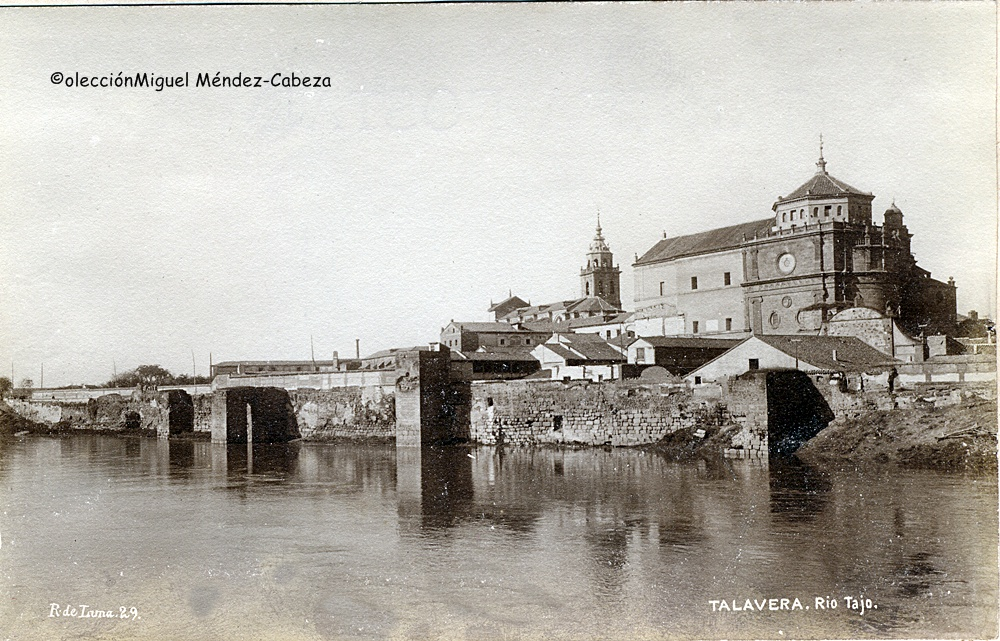 Foto de Ruiz de Luna del río en los años 20 con la muralla árabe ribereña del Tajo