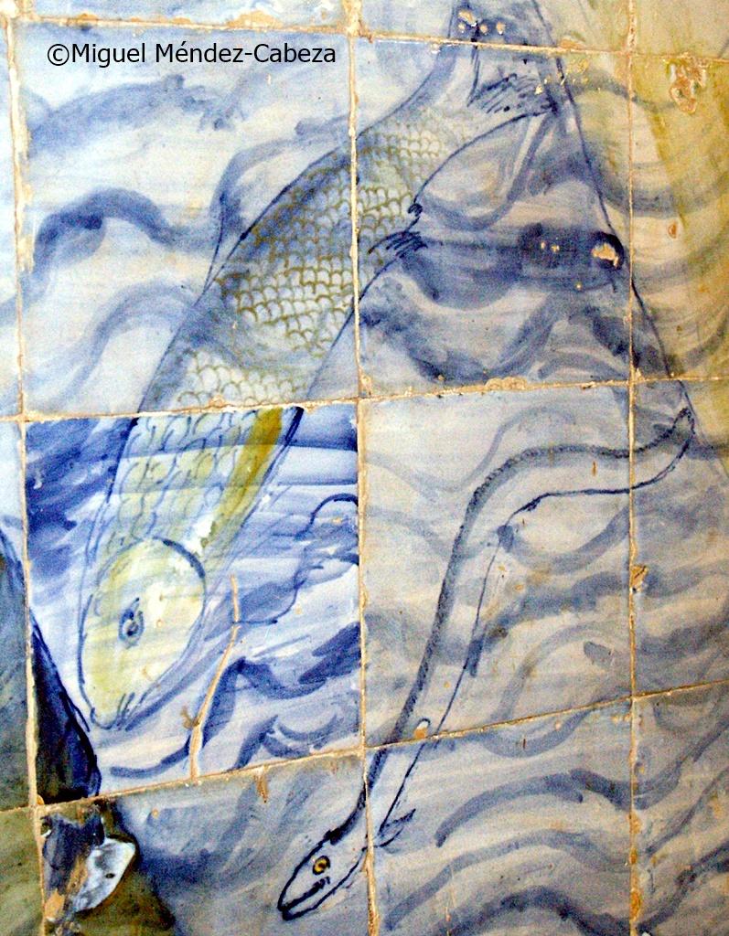 Pez y anguila en azulejería talaverana del sigloXVi de Pedraescrita