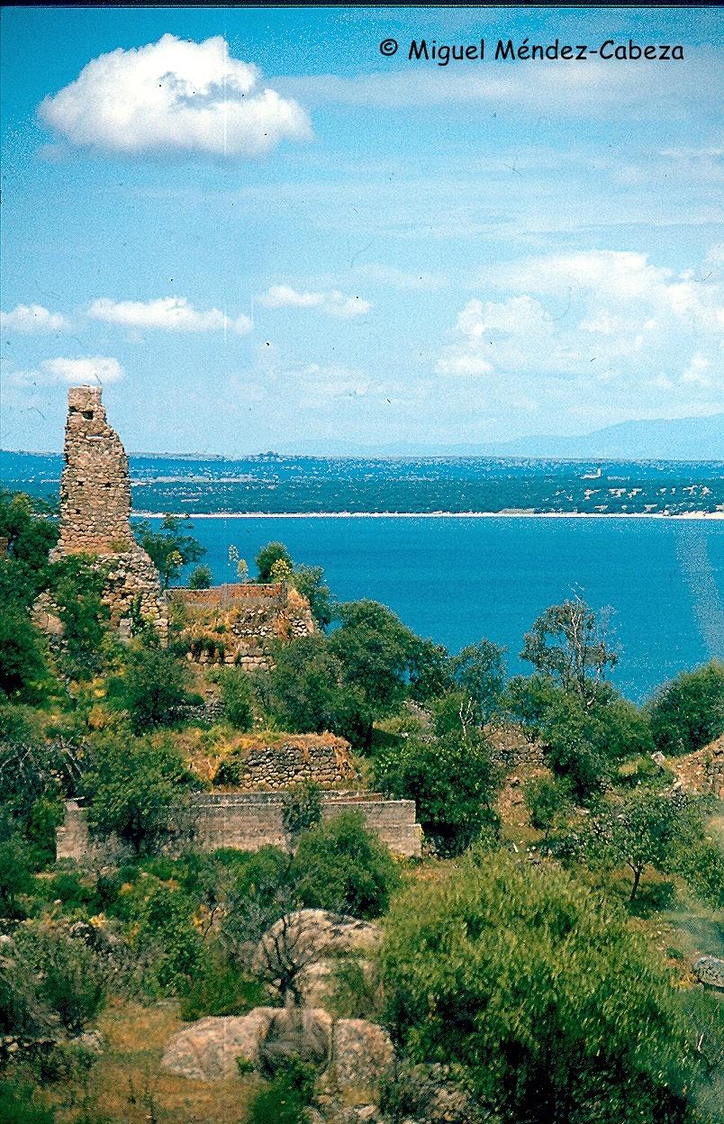 Ruinas de la fortaleza de Alija junto al Tajo